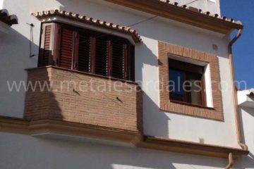 fachada baldon y ventana zapeli